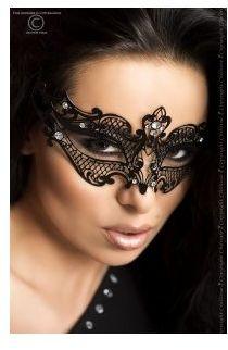 Metalowa maska ozdobiona błyszczącymi kryształkami chilirose