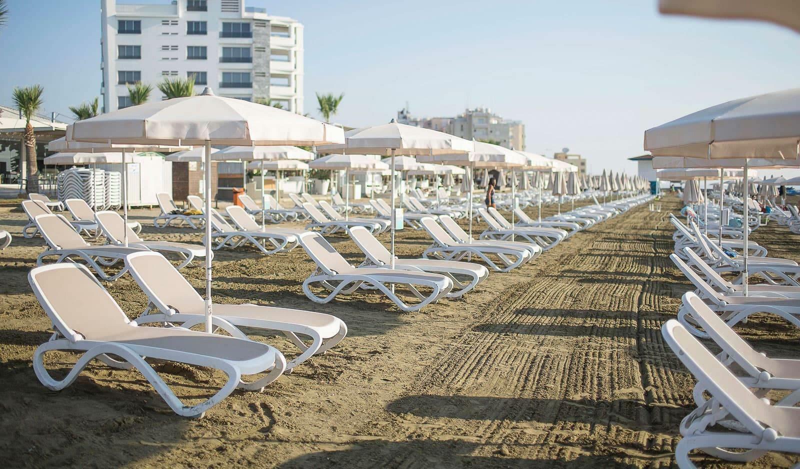 lezak na plazy