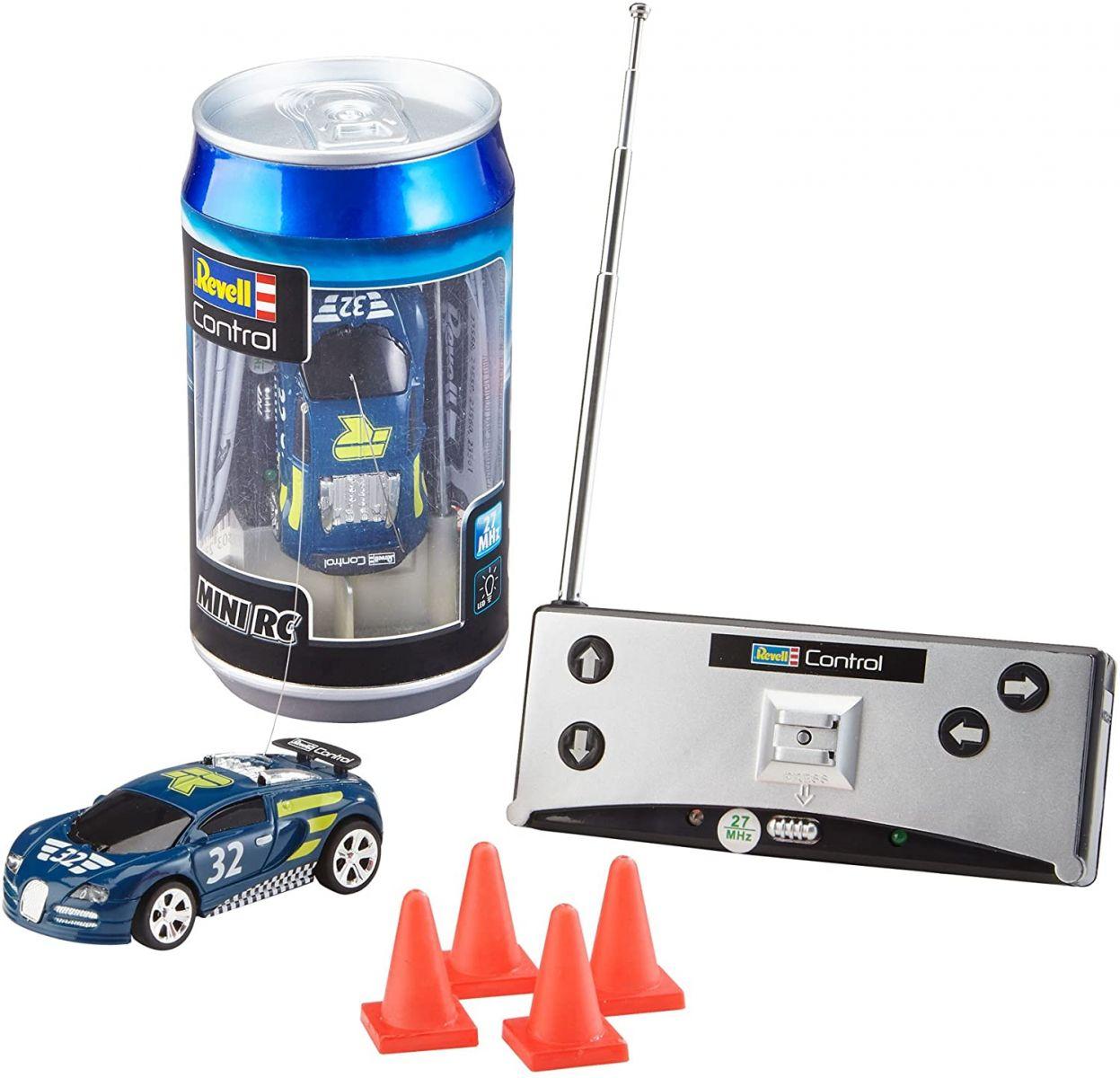 Miniaturowy samochód zdalnie sterowany z czterema pachołkami oraz pilotem - całość mieści się w puszce