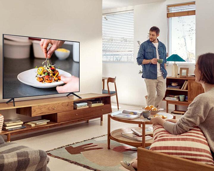 Pokój z telewizorem 85 cali