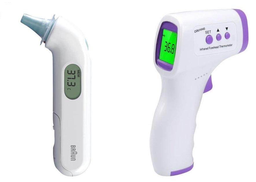 Dwa termometry: bezdotykowy douszny z założoną końcówką oraz bezdotykowy czołowy w tradycyjnym kształcie pistoletu